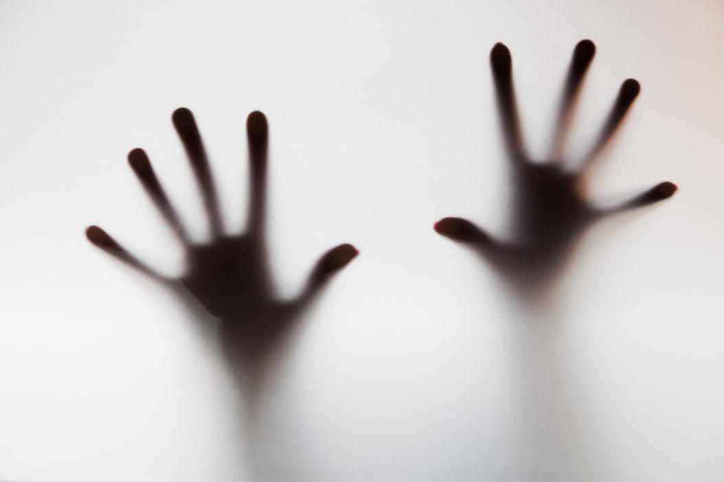 Auch wenn die Ursachen von Panikstörungen noch nicht geklärt sind, steht fest, dass neben genetischen Faktoren auch Stress, Ängstlichkeit, Vermeidungsverhalten oder traumatische Kindheitserfahrungen eine Rolle spielen. (Foto: Photocreo Bednarek/Fotolia.com)