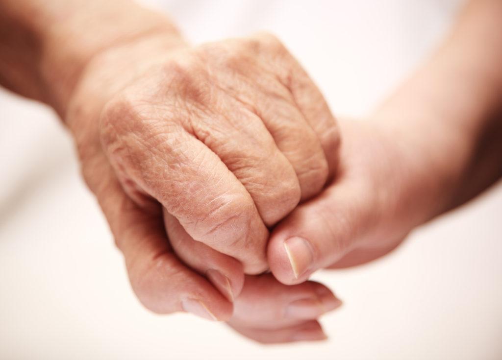 """Beim interdisziplinären Vortrag """"Der alte Mensch im Krankenhaus"""" erfahren Sie, was Sie als Angehöriger bei einem Krankenhausaufenthalt beitragen können. (Foto: kuzmafoto, fotolia.com)"""