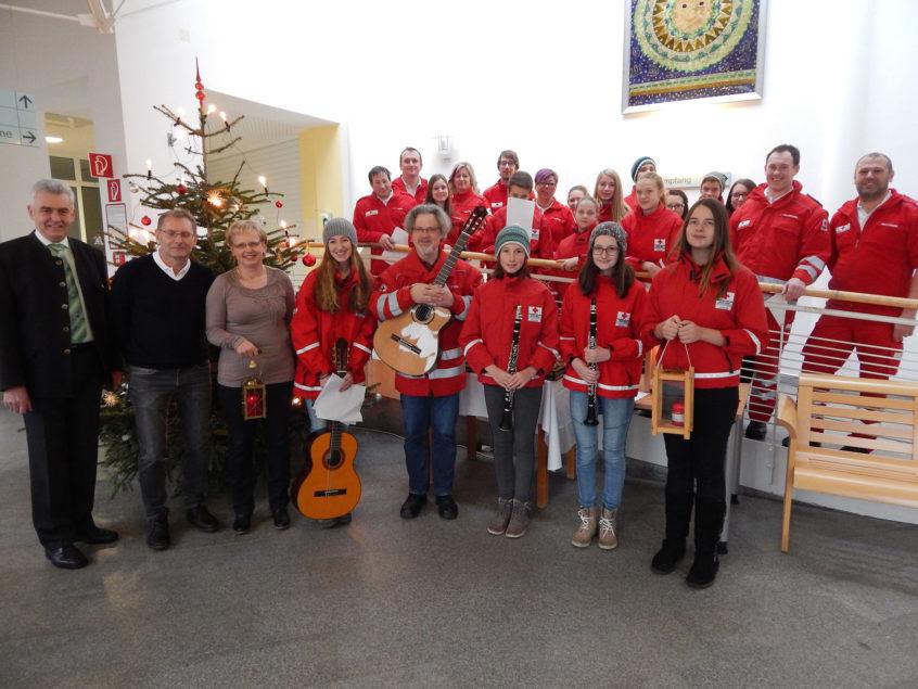 Am 24. Dezember besuchte eine Abordnung des Jugendrotkreuzes Peilstein heuer zum 25. Mal das Wegscheider Krankenhaus, um das Friedenslicht aus Bethlehem und Weihnachtsgrüße zu überbringen.