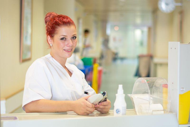 Für die Krankenpflegeschülerin Saskia Schmeller stand von Anfang an fest, dass sie im Gesundheitsbereich arbeiten möchte. Nach einem Jahrespraktikum am Krankenhaus Vilshofen hat sie ihre Ausbildung in Rotthalmünster begonnen.