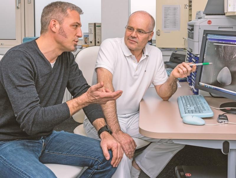 Die beiden Hauptverantwortlichen des zertifizierten Endoprothetikzentrums: Chefarzt Dr. Hans-Otto Rieger (r.) und Chefarzt Dr. Thomas Skrebsky.