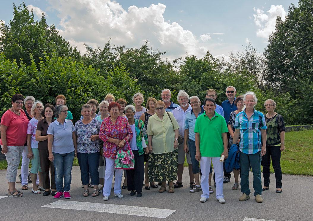 Die Teilnehmer des ersten Ehemaligen-Treffens am Krankenhaus Vilshofen (Foto: F. Richter)