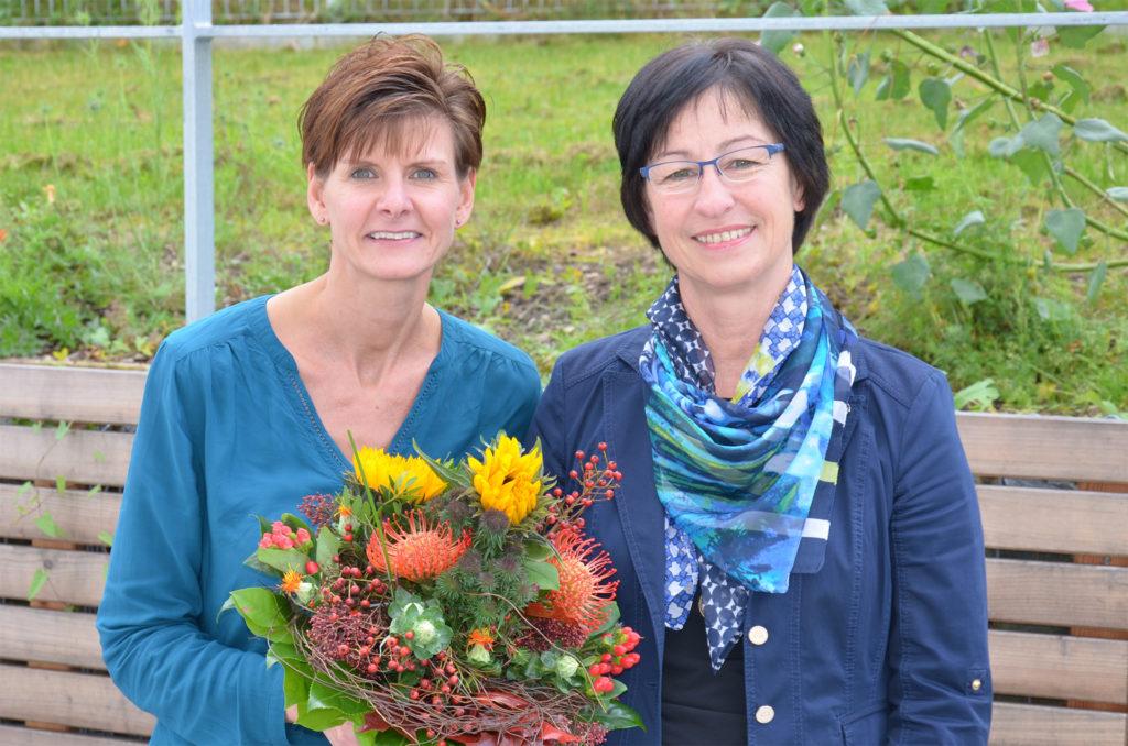 Organisatorin Monika Fesl (r.), Leiterin des Sozialdienstes der Landkreis Passau Gesundheitseinrichtungen, mit Referentin Nadine Röhl, Pflegeberaterin der AKO Bayern.