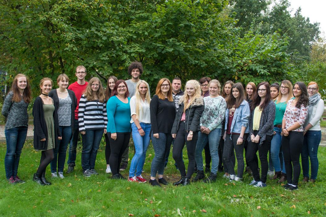 23 motivierte Schüler haben kürzlich ihre Ausbildung an der Berufsfachschule für Krankenpflege in Rotthalmünster begonnen.