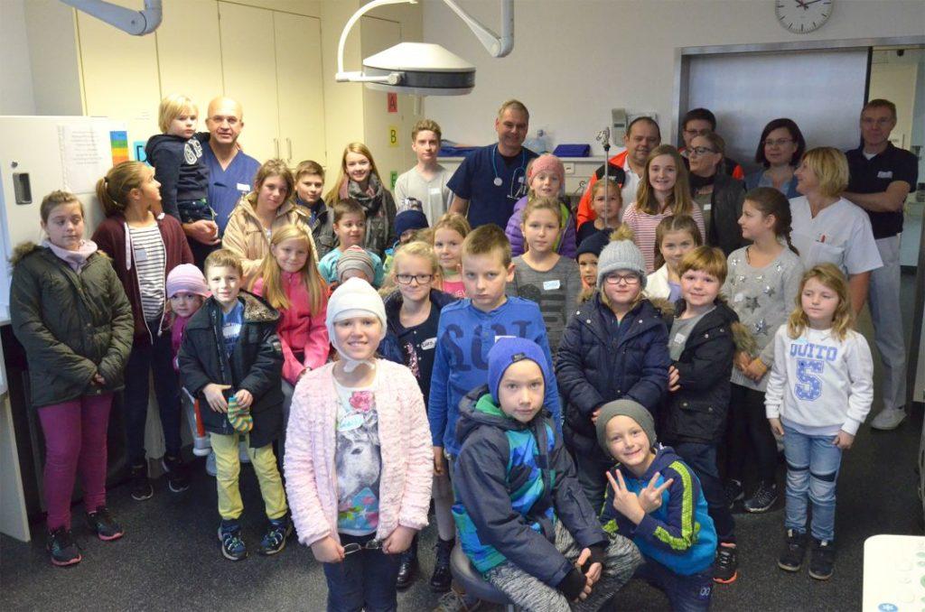 Diätassistentin Lydia Senk, Tanja Deragisch, Krankenpflegeschülerin Christina Hoheneder und die beiden Schüler Sarah Hoffmann und Fabian Deragisch betreuten die 30 Kinder.