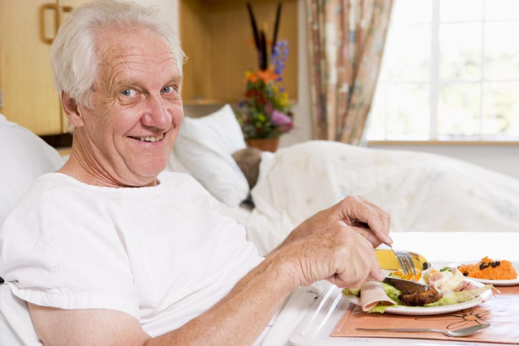 Eine richtige Ernährung bei älteren Menschen ist wichtig. (Foto: Monkey Business - fotolia.com)