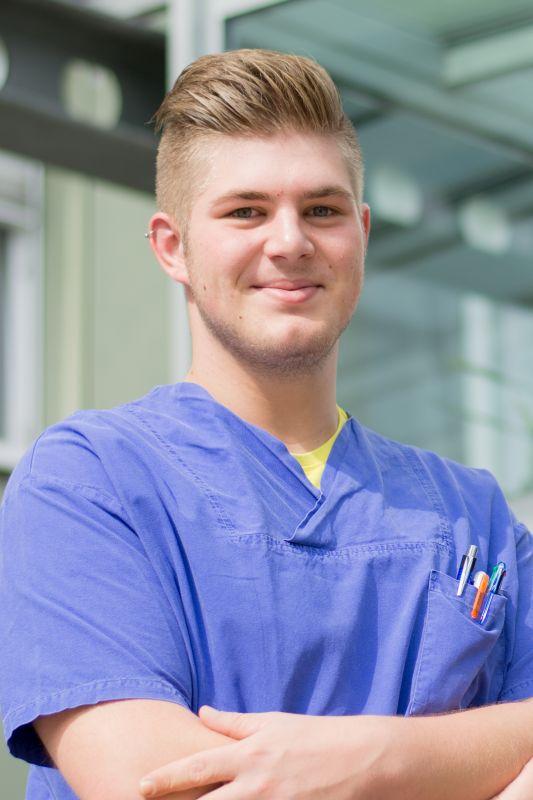 Christoph Hofbauer arbeitet gerne mit Menschen und hat sich deshalb für die Ausbildung entschieden.