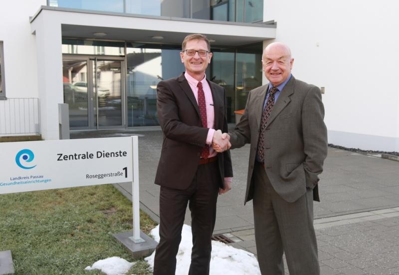 Ab 1. Januar haben die Landkreis Passau Gesundheitseinrichtungen wieder eine Doppelführung: Jo-sef Mader (l.) wird neben Herbert-M. Pichler neuer Geschäftsführer der GmbH.