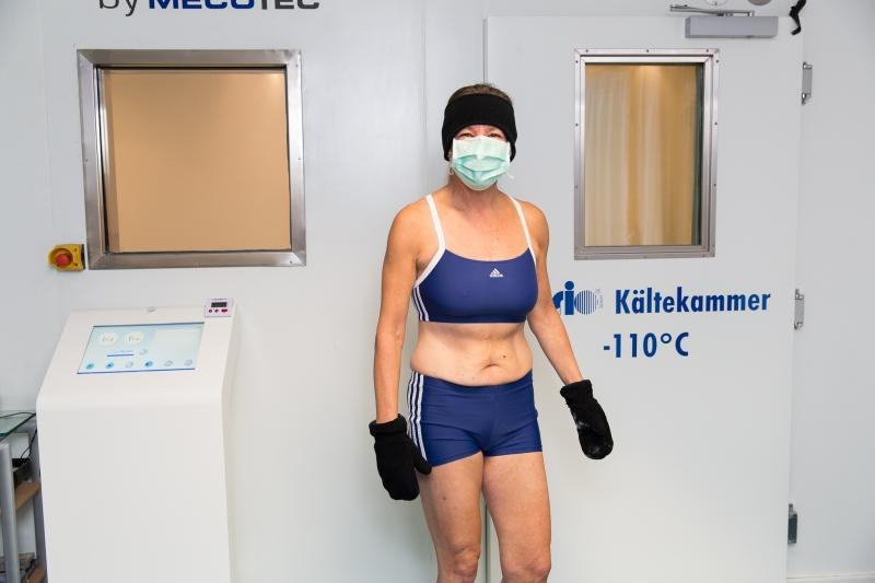Die Behandlung in der Kältekammer bei -110 Grad Celsius lindert chronische Rheumaschmerzen. (Foto: Orthopädiezentrum Bad Füssing)