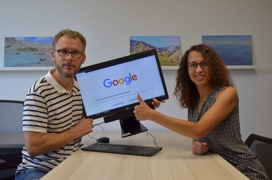 Stefan Streit und Selina Lubitzki beim täglichen Keyword-Check.