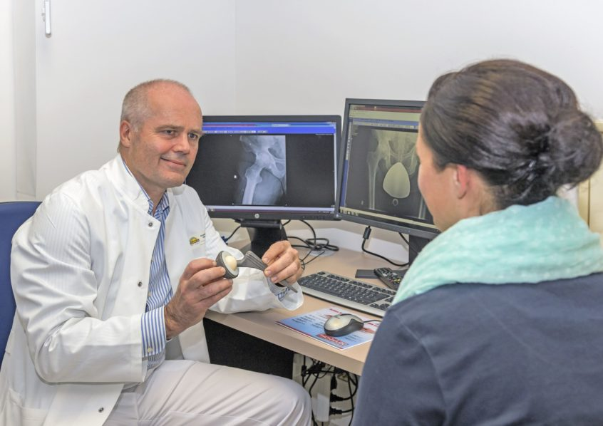 Im Patientengespräch: Dr. med. Hans-Otto Rieger