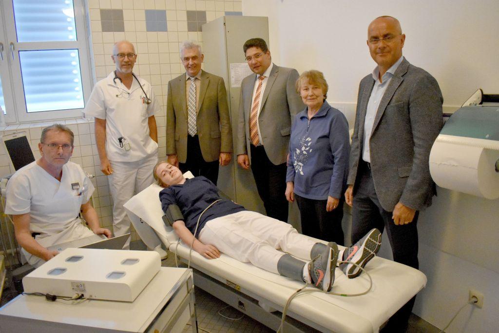 Förderverein des Krankenhauses Wegscheid spendet Geld für neue Medizingeräte (Foto: N. Pree)