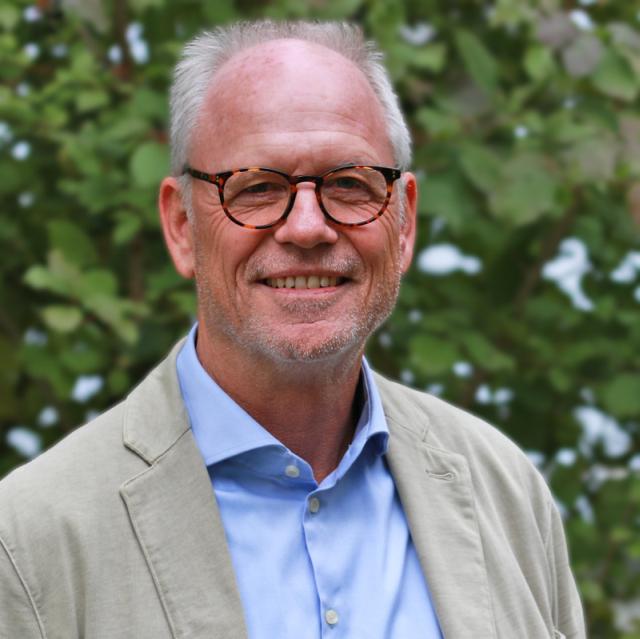 Dr. med. Hans-Joachim Schmitt, Chefarzt der Psychosomatischen Klinik Südostbayern