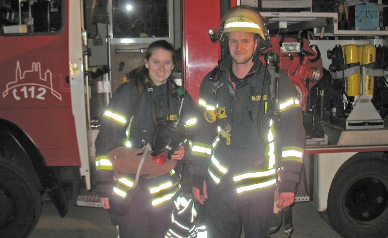 Nahmen auch an der Atemschutzübung zu später Stunde teil: Miriam Schätz und Oliver Reiche.