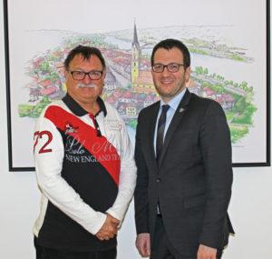 Helmut Dendl (l.) und Bürgermeister Florian Gams