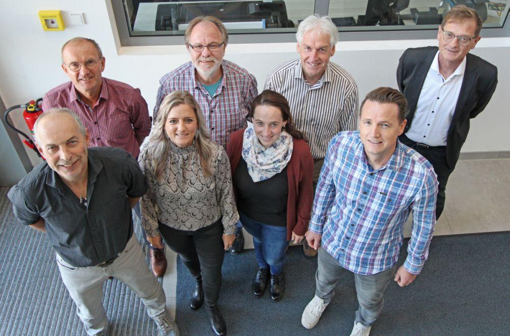 Einige der Referenten (v.l. unten): Gerhard Ertl (Gehalt/Datenschutz), Tanja Deragisch (ProGesundheit), Sophia Wimmer (Pflegedienst), Hubert Käser (EDV) sowie (v.l. oben) Walter Haslinger (Pflegedienst), Josef Nikl (Betriebsrat), Robert Grübl (Arbeits-/Brandschutz) und Josef Mader (Personalmanagement), nicht im Bild: Andreas Köckhuber (Betriebsarzt), Peter Plattner (QM), Claudia Roth (Hygiene) und Stefan Streit (Marketing).