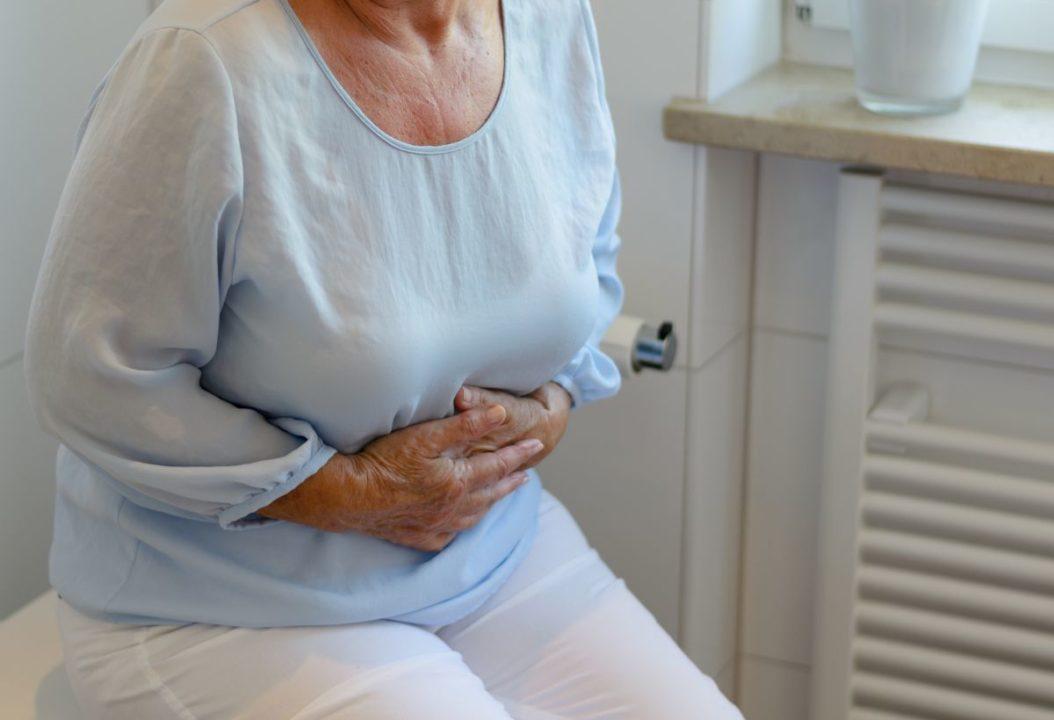 Wenn man seine Verdauung deutlich spürt, funktioniert sie meist nicht reibungslos. Bauchkrämpfe, Blähungen oder Verstopfung weisen auf Verdauungsprobleme hin. (Foto: michaelheim / fotolia.com)